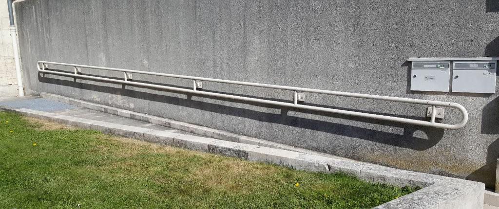mtm, serrurerie métallerie à Monts (Indre et Loire) : Réalisation d'une rampe d'accès en acier thermolaqué
