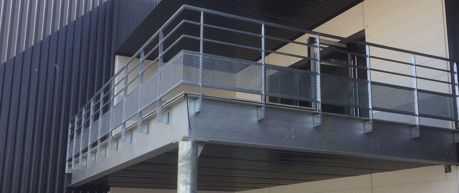 mtm, serrurerie-métallerie à Monts (Indre et Loire) : Réalisation d'une rambarde et d'une terrase en acier