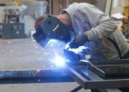 mtm, serrurerie métallerie à Monts (Indre et Loire) : Serrurier-métallier réalisant une soudure